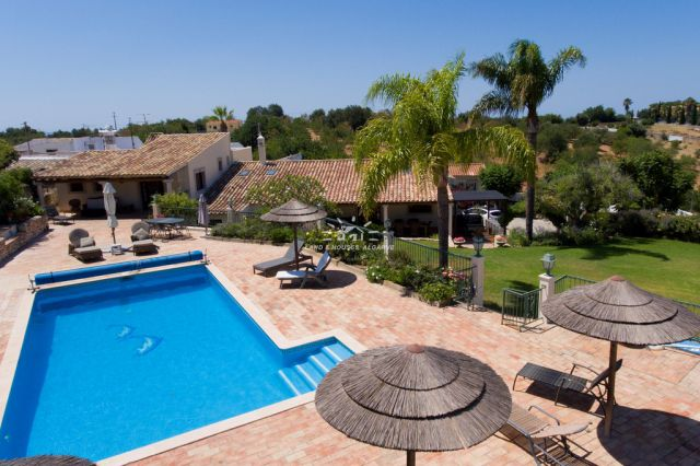 View towards the pool of a traditional Quinta with swimming pool close to Vilamoura